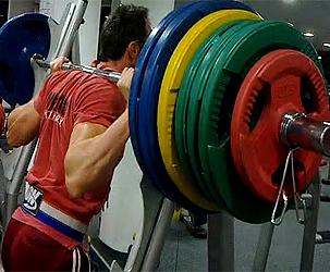 Изпълнение на Максимален Клек с 200 кг , клек, тренировка за фитнес дупе, фитнес