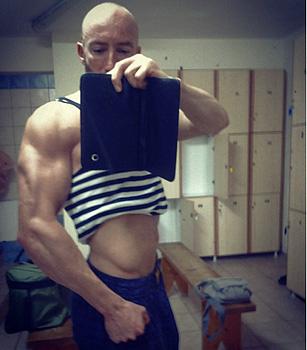 Мускулите стават много по напомпани и силни. /Позинг след тренировка на Мартин Гергов/
