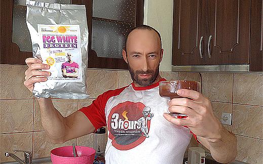 Рецепта за протеинов крем с яйчени белтъци, шоколад, мляко и уиски