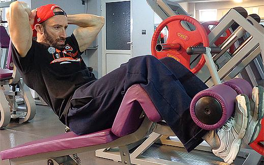 """Видео изпълнение на упражнението """"Коремни преси за горна част на корема"""""""