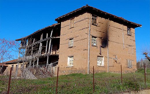 Кирпичена къща