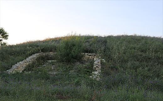 Село Свирачи могила
