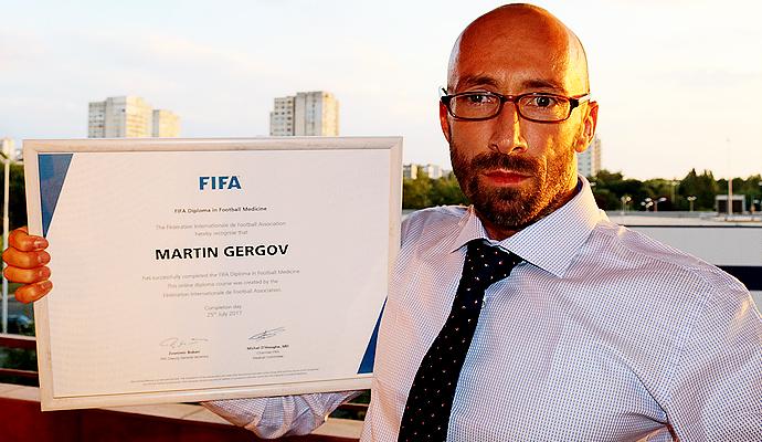 "Днес завърших успешно и това обучение ""The FIFA Diploma in Football Medicine"""