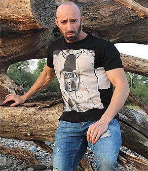 кликни тук за повече информация за тази мъжка тениска модел 2018