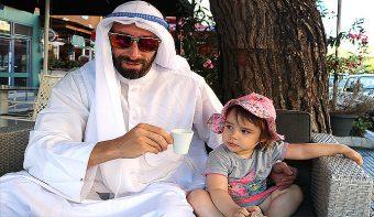 Мъжки Бански Vs Арабска роба или кои са най-добрите дрехи за летния сезон