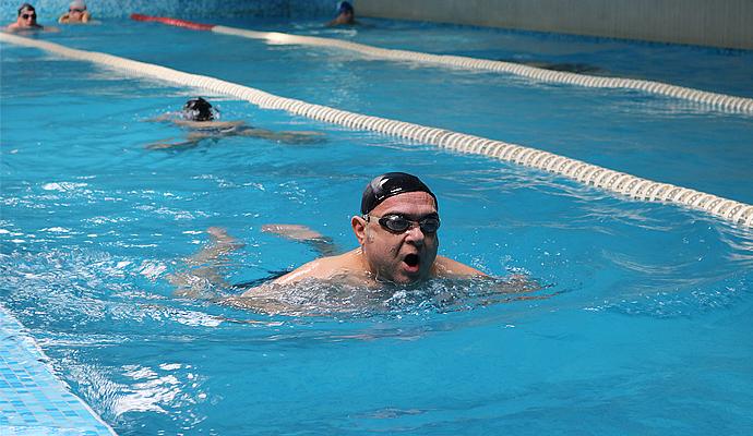 Закрит плувен басейн в София за плуване