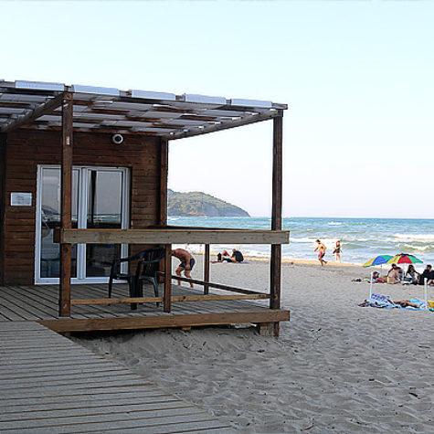 Магазинчето до плаж Иракли