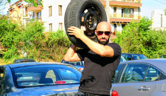 Разбери, защо не сменям зимните си гуми, а шофирам с тях и през лятото!