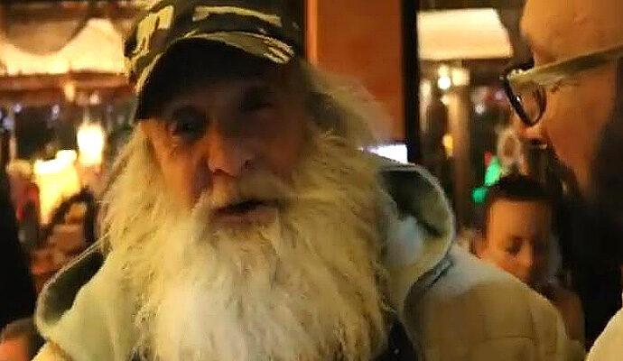 """Докосващо сърцето стихотворение за своята любима, която си отиде """"там"""" ми сподели Санта Клаус!"""